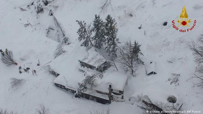意大利:雪崩殃及宾馆 数十人死亡