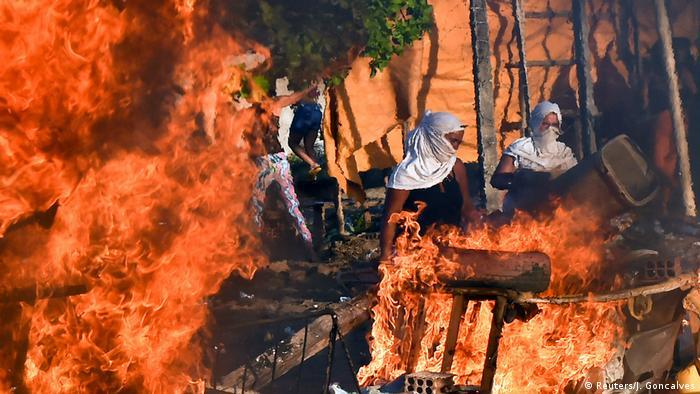 Brasilien Ausschreitungen & Protest von Gefängnisinsassen gegen Gefangenentransfer (Reuters/J. Goncalves)
