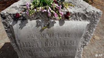 Spanien Bürgerkrieg Aufarbeitung DAs Grab des spanischen Dichters Federico Garcia Lorca