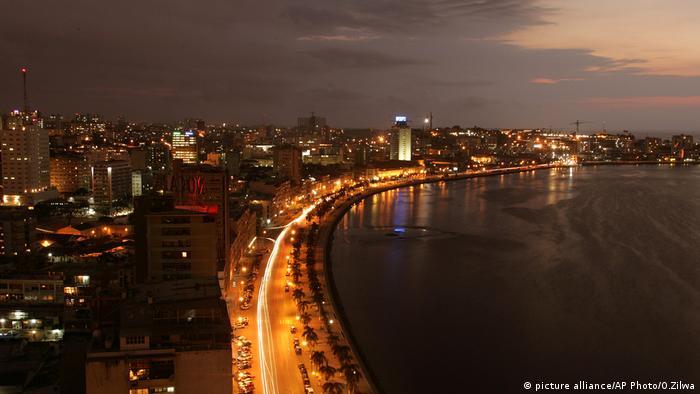 Luanda Stadt Nacht Nachtleben Lichter Promenade