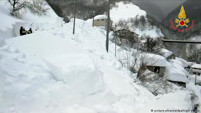 Italien nach Erdbeben - Ascoli Piceno (picture-alliance/dpa/Vigili del Fu)