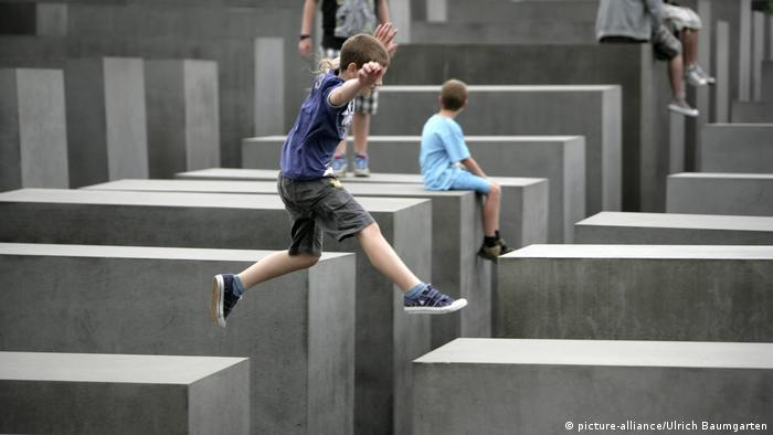 Deutschland Holocaust-Mahnmal in Berlin (picture-alliance/Ulrich Baumgarten)