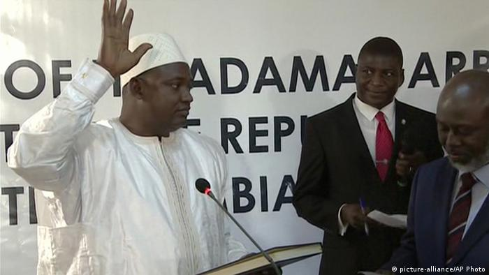 Senegal Gambias neuer Präsident Adama Barrow (picture-alliance/AP Photo)