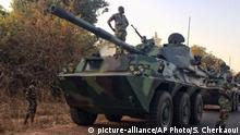 19.01.2017 A convoy of Senegal soldiers on root towards the Gambia boarder with Senegal near Karang, Senegal, Thursday, Jan. 19, 2017. Senegal's army spokesman says its troops have entered Gambia to get former leader Yahya Jammeh to cede power to the country's newly inaugurated president. (AP Photo/Sylvain Cherkaoui) |