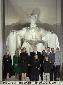 USA | Trump-Familie am Lincoln Memorial anlässlich des Make America Great Again Welcome Celebration concert (picture-alliance/CNP/AdMedia/C. Kleponis/)