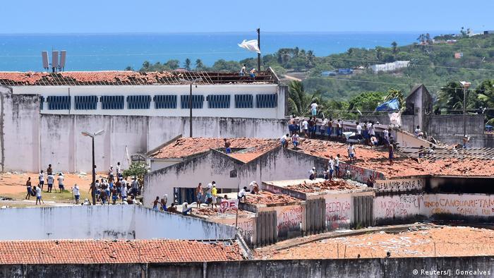 Brasilien Natal - Insassen während eines Aufstandes beim Gefängnis Alcacuz (Reuters/J. Goncalves)