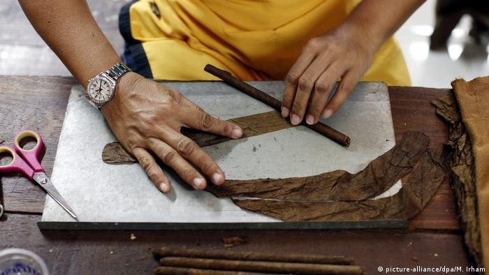 Indonesien Yogyakarta Zigarrenfabrik (picture-alliance/dpa/M. Irham)