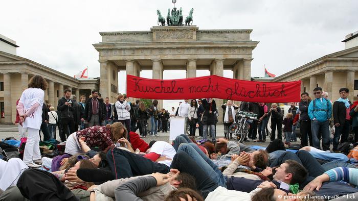 Акция Kuschel-In в Берлине