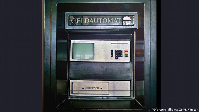 Deutschland DDR-Geldautomat Ausstellung im DDR Museum Radebeul (picture-alliance/ZB/M. Förster)