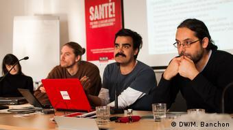 César Flores (CooperAcción), Felipe Grez (OLCA), Frank Vanaerschot (FairFin) presentando el informe en Bruselas.