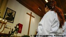 ARCHIV *** One of four newly-converted Muslim refugees attends a Baptism ceremony at the Evangelisch-Freikirchliche Gemeinde church in Berlin on November 27, 2016. Four Muslim refugees, two from Afghanistan and two from Iran were baptised during the ceremony. / AFP / John MACDOUGALL / TO GO WITH AFP STORY BY Jessica BERTHEREAU (Photo credit should read JOHN MACDOUGALL/AFP/Getty Images)