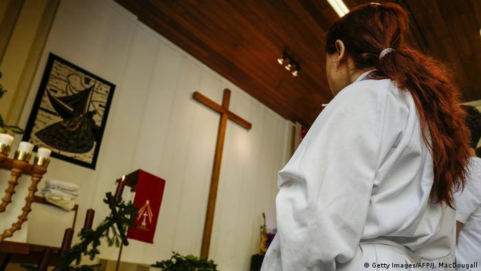 Deutschland Taufe in Berlin für neu konvertierte Christen