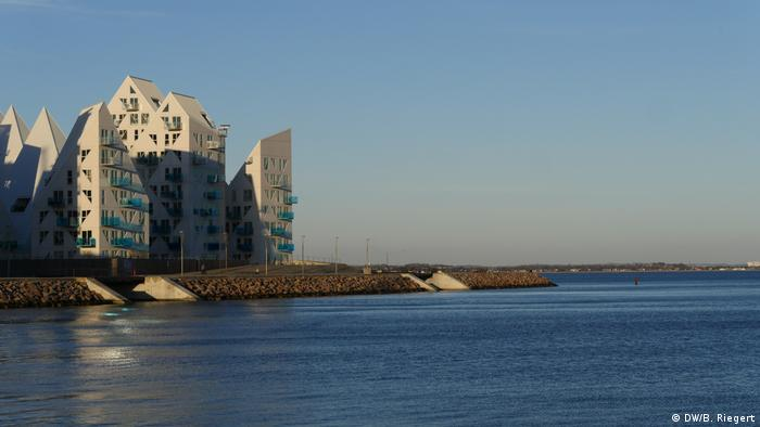 Denmark's Aarhus European Capital of Culture 2017, houses at the harbor (DW/B. Riegert)