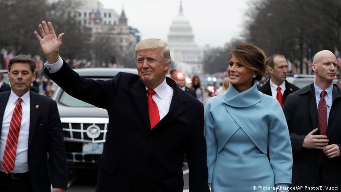 Дональд Трамп та Меланія Трамп під час інавгураціної процесії