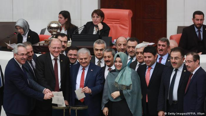 Türkei Parlament Verfassungsreform (Getty Images/AFP/A. Altan)