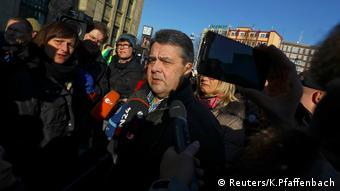 Siegmar Gabriel in Koblenz Proteste ENF Tagung