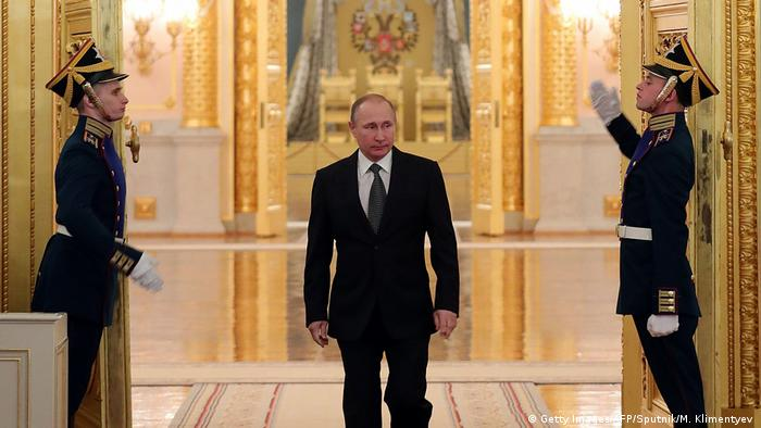 Russland Präsident Wladimir Putin in der Kreml (Getty Images/AFP/Sputnik/M. Klimentyev )