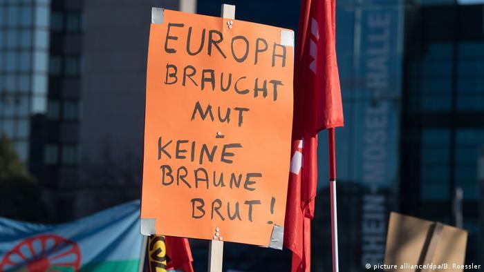 Deutschland Proteste gegen ENF-Tagung in Koblenz (picture alliance/dpa/B. Roessler)
