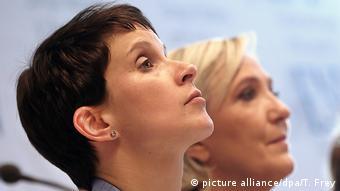 Frauke Petry i Marine Le Pen, rame uz rame