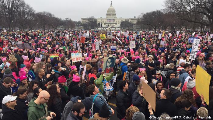 Marcha das Mulheres reúne milhares contra Trump em todo o mundo