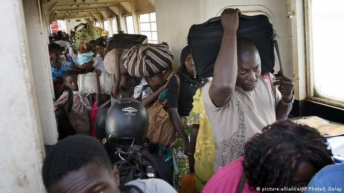 Gambia Machtwechsel - Menschen fahren nach Banjul zurück