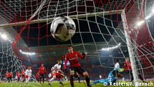 Der Anfang vom Ende: Nach Comppers Abstaubertor für Leipzig zappelt der Ball im Netz