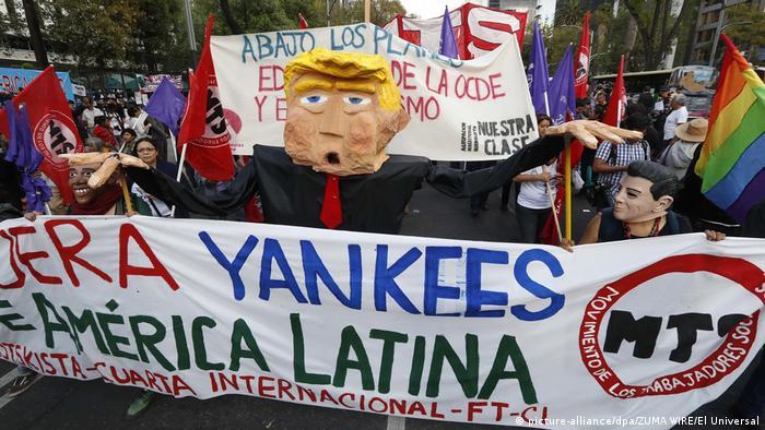 Proteste gegen Trump vor der US-Botschaft in Mexiko (picture-alliance/dpa/ZUMA WIRE/El Universal)