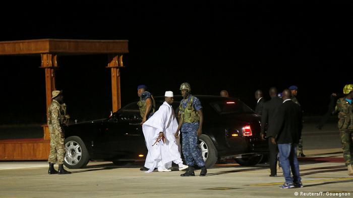 Gambia Ankunft des Ex-Präsident Yahya Jammeh am Flughafen (Reuters/T. Gouegnon)