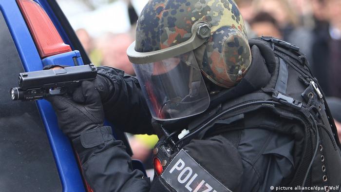 Deutschland Symbolbild SEK (picture alliance/dpa/J. Wolf)