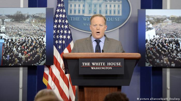 Sean Spicer (picture alliance/dpa/O. Douliery)