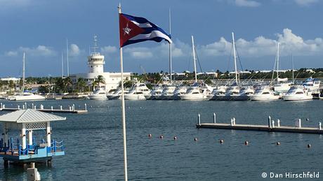 Weiße Yachten im Hafen von Varadero, Kuba (Dan Hirschfeld)