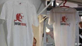 T-shirts with pictures of Steinmeier printed on them
