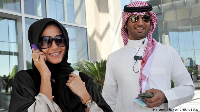 Saudi Arabien moderne Menschen (picture alliance/JOKER/K. Eglau)