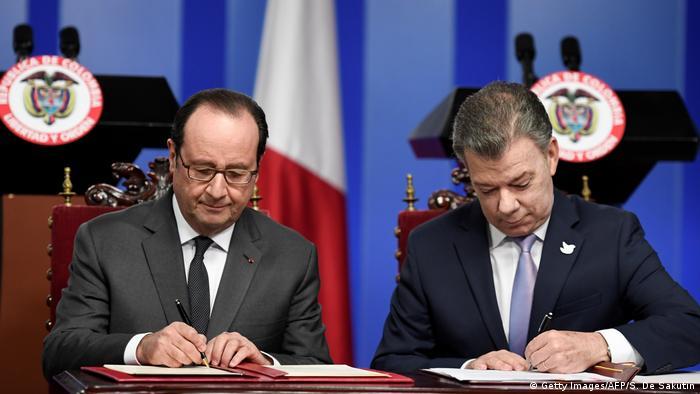 Kolumbien Staatsbesuch Francois Hollande bei Juan Manuel Santos in Bogota (Getty Images/AFP/S. De Sakutin)