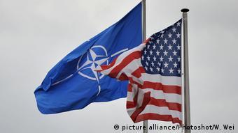 Nato- und US-Flagge in Brüssel