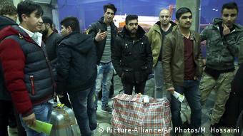 Αφγανοί πρόσφυγες απελαύνονται στην πατρίδα τους