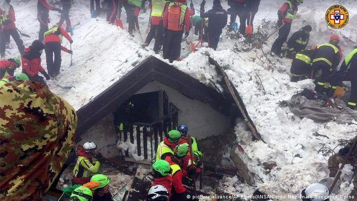 Italian resuce workers at the site of the avalanche