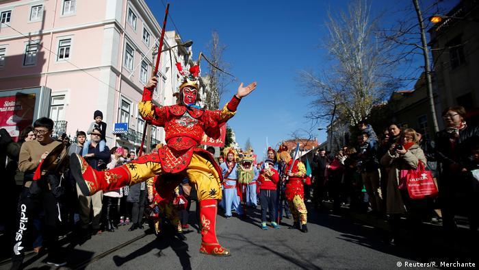 Chinesisches Neujahrsfest 2017 Tänzer in Lisbon (Reuters/R. Merchante)