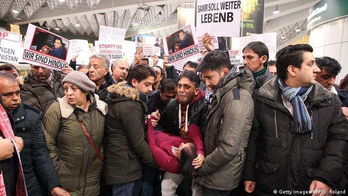 Afghanistan Deutschland Flüchtlinge demonstrieren gegen Abscheibungen
