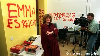 Vandalism in the Emma office in 1994 (picture-alliance/dpa)
