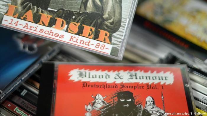 Rechtsrock CDs Neonazi-Netzwerk Blood & Honor (picture-alliance/dpa/S. Gollnow)