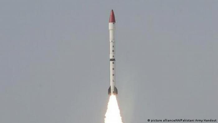Pakistan Ababeel surface-to-surface ballistic missile (picture alliance/AA/Pakistani Army Handout)