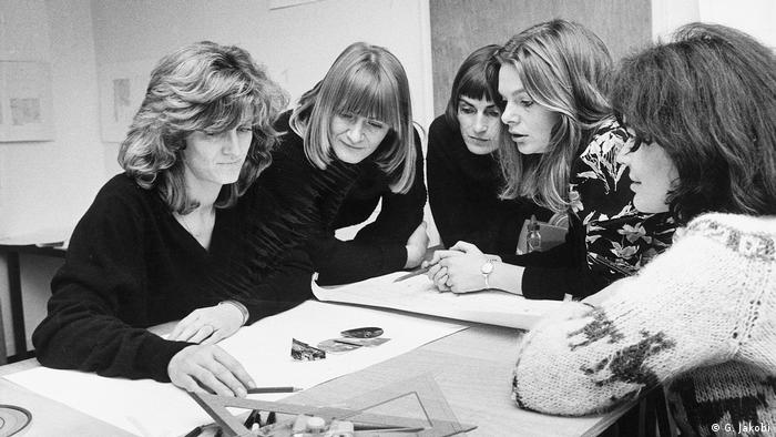 Alice Schwarzer (second from left) with her editorial team in 1977 (G. Jakobi)