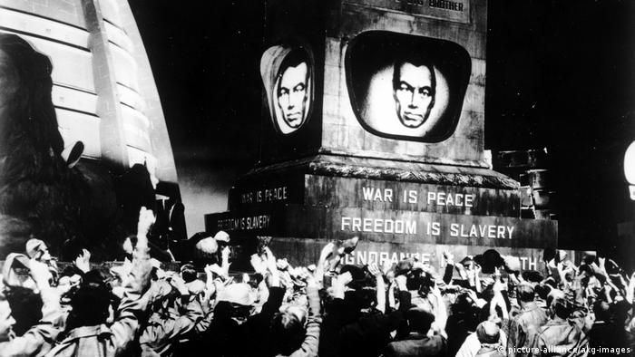 Film still of adaptation of George Orwell's 1984 (picture-alliance/akg-images)
