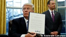 23.01.2017 **** U.S. President Donald Trump holds up the executive order on the reinstatement of the Mexico City Policy after signing in the Oval Office of the White House in Washington January 23, 2017. At his side is White House Chief of Staff Reince Priebus. REUTERS/Kevin Lamarque