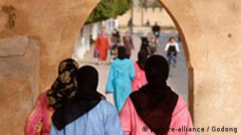 Marokko Frauen mit Schleier in Taroudan