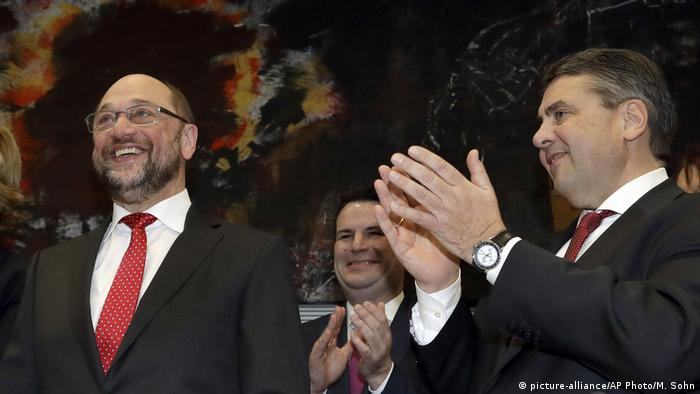 Deutschland Martin Schulz bei der SPD Bundestagfraktion (picture-alliance/AP Photo/M. Sohn)