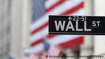 Wall Street sign (picture alliance/A. Gombert/EPA/dpa)
