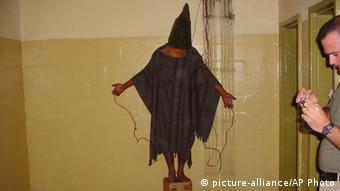 Skandalozne fotografije mučenja zatvorenika u Abu Ghraibu (snimka iz 2003.)