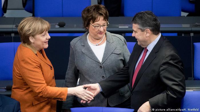 Los nuevos ministros alemanes de Exteriores y Economía, Sigmar Gabriel y Brigitte Zypries, prometieron hoy sus cargos, materializando una cascada de cambios que tiene como origen las elecciones generales de septiembre. (27.01.2017)